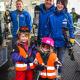 Freundliche Mitarbeiter in Serfaus-Fiss-Ladis mit Kindern
