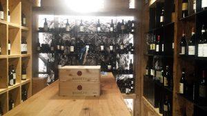 Val Gardena: höchstgelegener Weinkeller in der Sofie Hütte auf der Seceda Alm